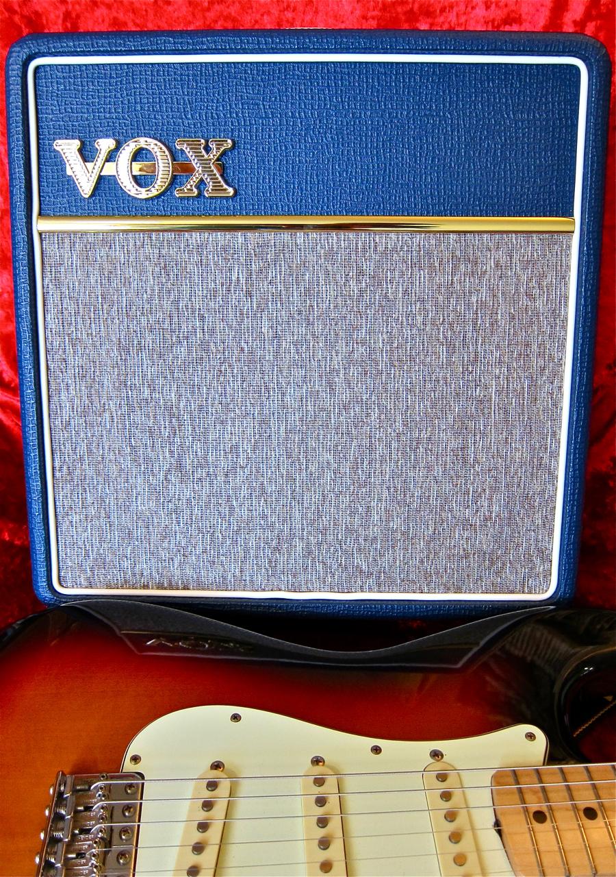 testipenkiss vox ac4 blue. Black Bedroom Furniture Sets. Home Design Ideas