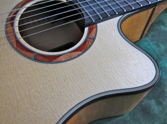 Yamaha NTX900FM – soundhole rosette and binding