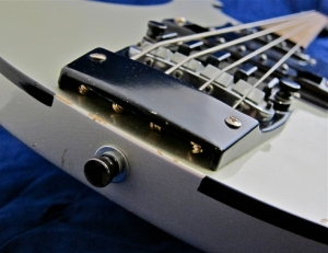 Rickenbacker 4003 – body binding + bridge screws