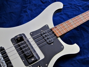 Rickenbacker 4003 – horns + pickups