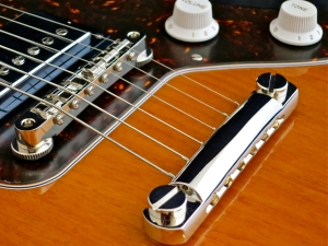 Tokai AJG-88 – bridge + tailpiece