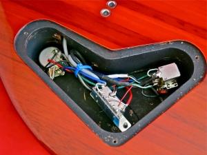 PRS SE Custom 24-7 – control cavity