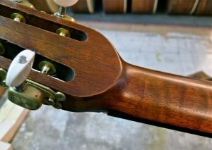 AJL Guitars – neck glue line