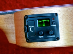 Tanglewood TU-1CE – preamp + tuner