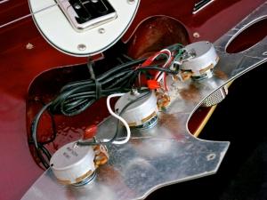 Duesenberg D-Bass – control cavity
