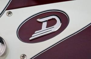 Duesenberg D-Bass – D-badge