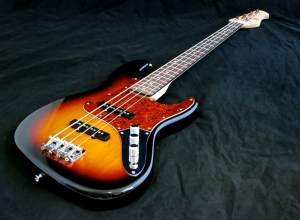 Amfisound Raudus Bass – beauty shot 1