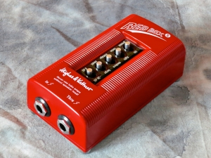 Hughes & Kettner Red Box 5 – angle right