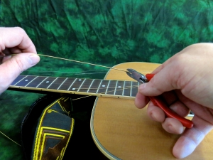 String change steel string – cutting old string
