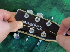 String change steel string – stringing 3