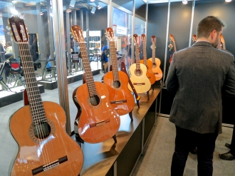 MM 2015 – Admira Guitars