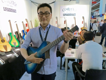 MM 2015 – Corona Aphrodite travel guitar