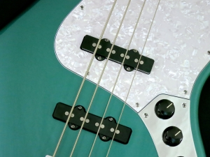 Fender Adam Clayton JB + Mojotone 70s Clone JB pickups