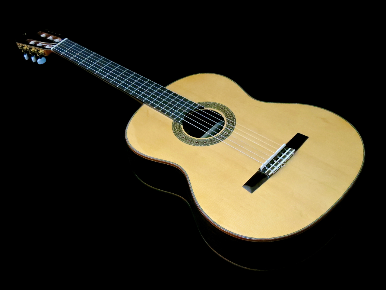 Review ten affordable solid top classical guitars for Luthier valencia