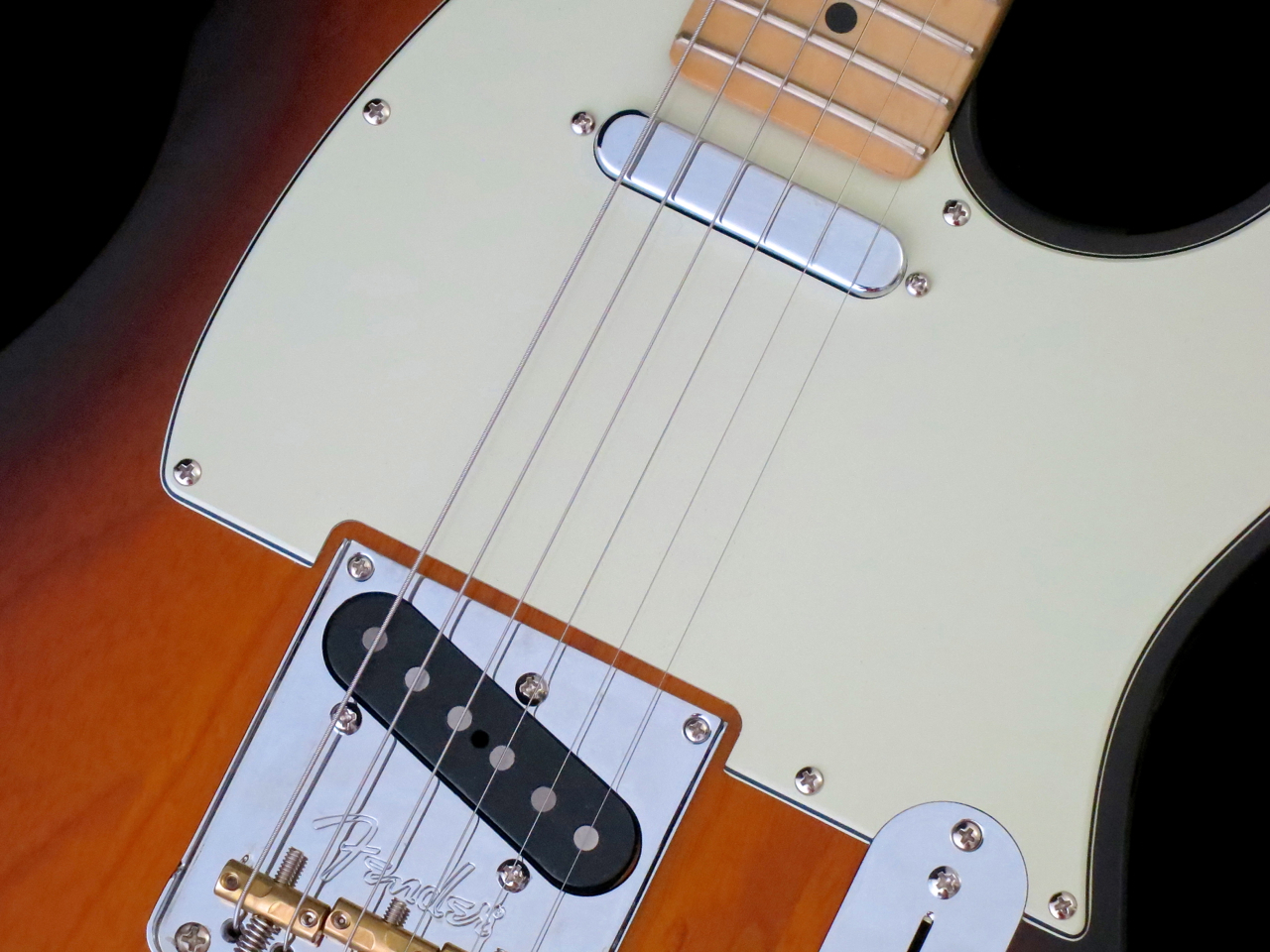 Maaliskuu 2017 Finlands Premier Guitar And Custom Jazz Bass Mod Master Volume Tone Balance Control The V Pickups On Telecaster Both Use Alnico Magnets For Strings Ii Treble