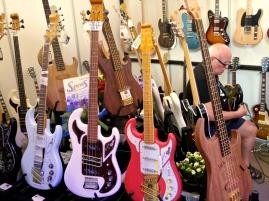 Burns at Spens Guitars (DK)