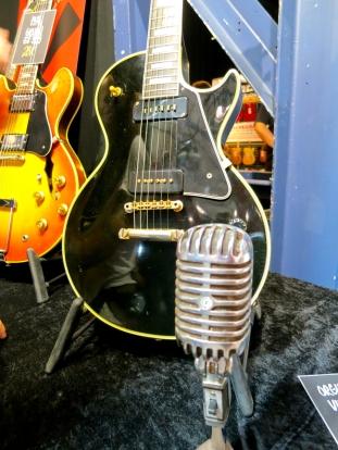 Shure mic + Gibson Les Paul Custom