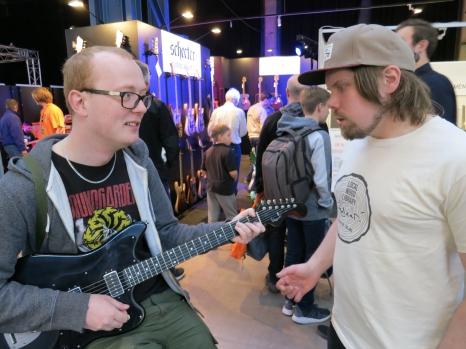 Olli Viitasaari + visitor – Fuzz 2019